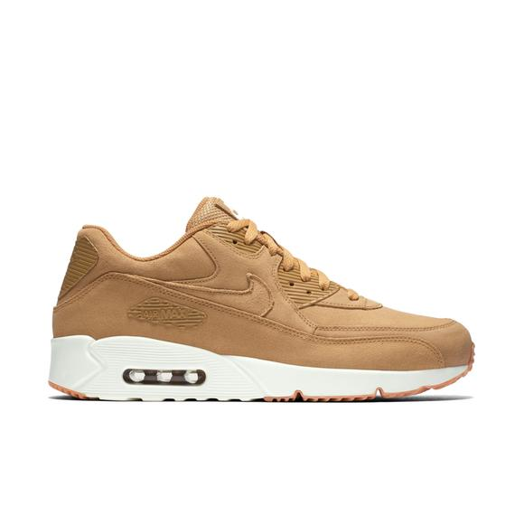 Nike Air Max 90 white sneakers casual chic oversized beige