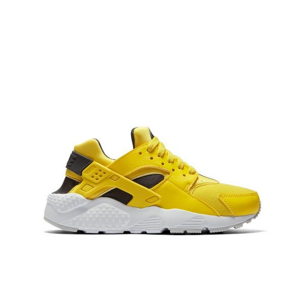 Display product reviews for Nike Huarache Run