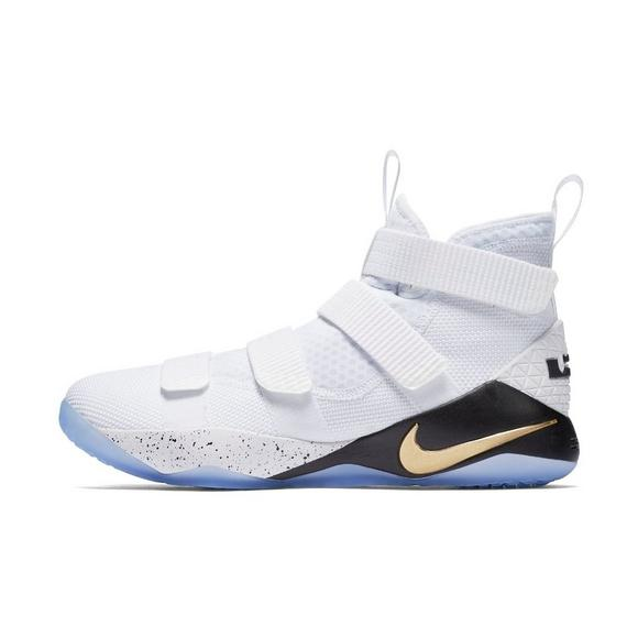 factory authentic 946d6 1aeb8 Nike Lebron Soldier XI