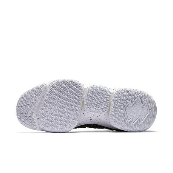 dda19ac7f18 Nike LeBron 15