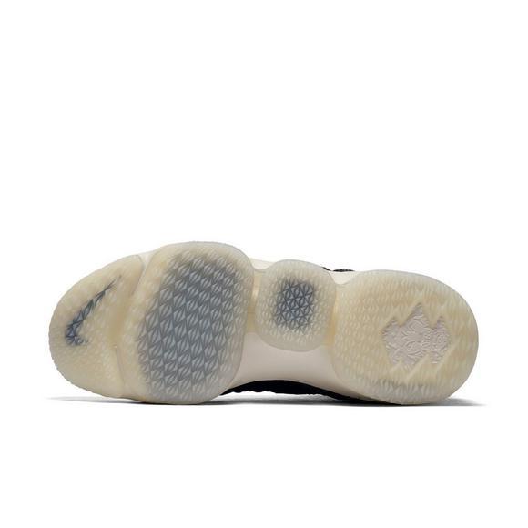 timeless design 2b26b bc9bb Nike LeBron 15
