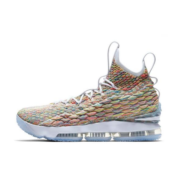 separation shoes 2a853 8c152 Nike LeBron 15