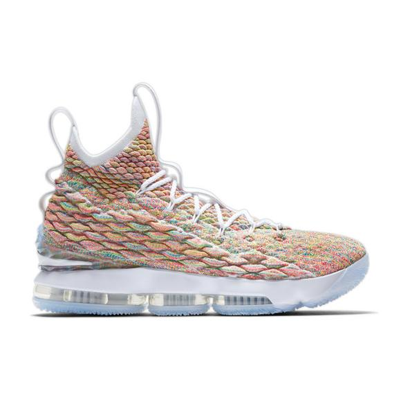 separation shoes d40f8 ee4ee Nike LeBron 15