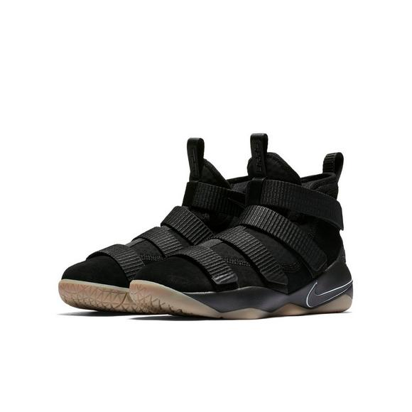 best loved a73d9 cfd9e Nike Lebron Soldier 11