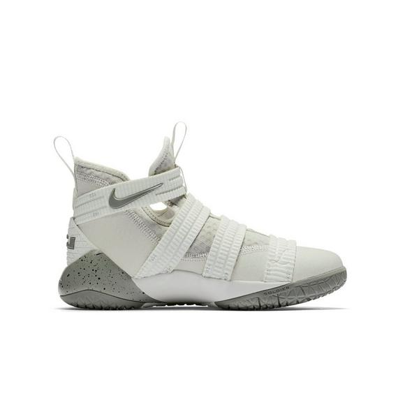 caf1ec98d015 Nike Lebron Soldier 11