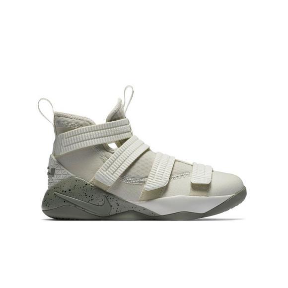separation shoes 64850 fedbc Nike Lebron Soldier 11