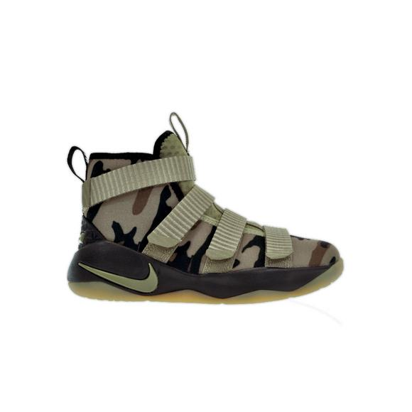 5f7b5c22ea8 Nike Lebron Soldier 11
