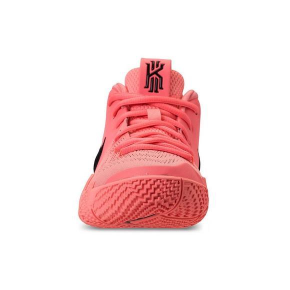 5898617aa660 Nike Kyrie 4