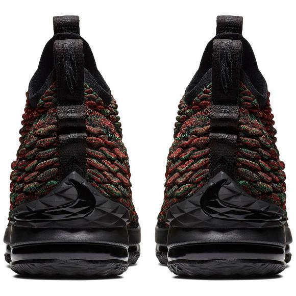 wholesale dealer 4b04f 8c49e Nike LeBron 15