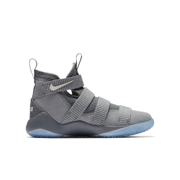 cdadf4193a45e Nike LeBron Soldier 11