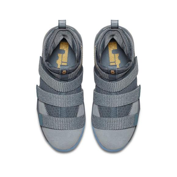 brand new 0695d 30d3a Nike LeBron Soldier 11