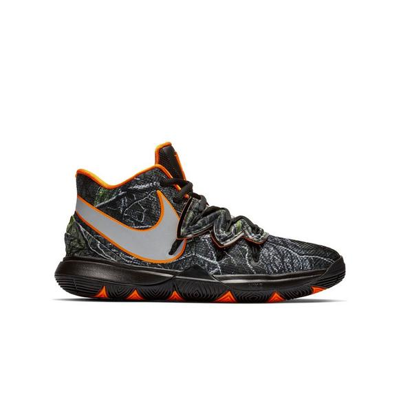 reputable site 056b2 b1e0c Nike Kyrie 5
