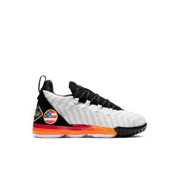 pretty nice c97b5 4f362 Nike LeBron 16