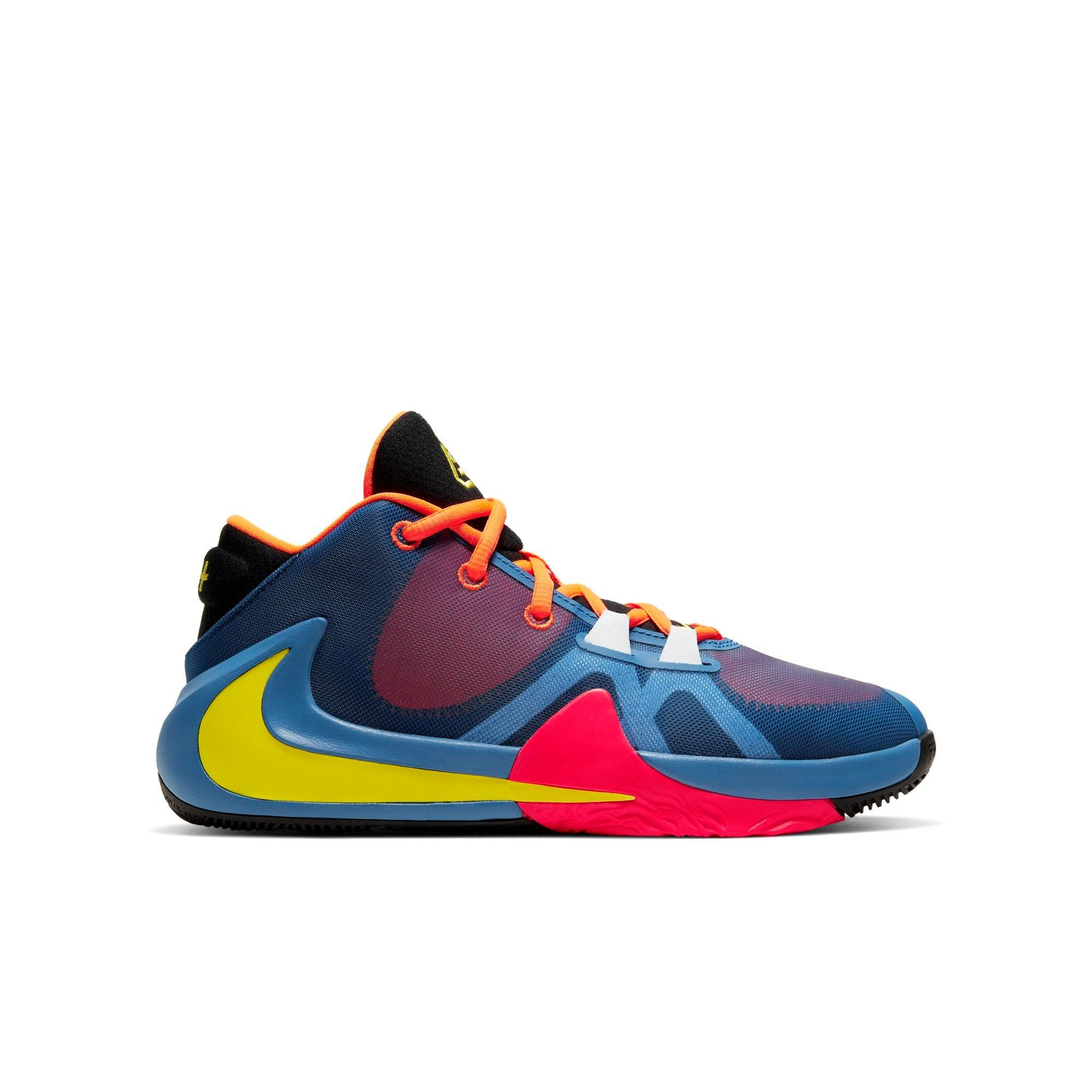 chaussure de basket nike zoom freak