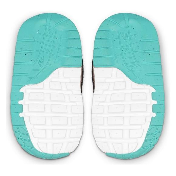 5e21b9bb1c57 Nike Air Max 1