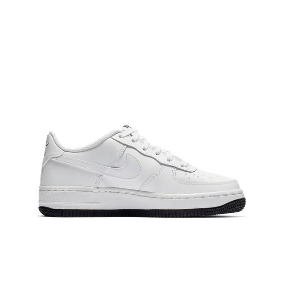 separation shoes 1c7a9 a0eeb Nike Air Force 1 LV8 2