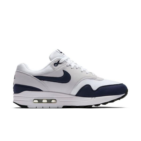 Display product reviews for Nike Air Max 1