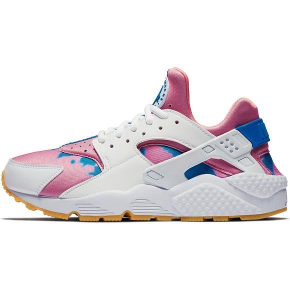 2078085f0a92 Nike Huarache Run Print Women s Shoe - Main Container Image 3