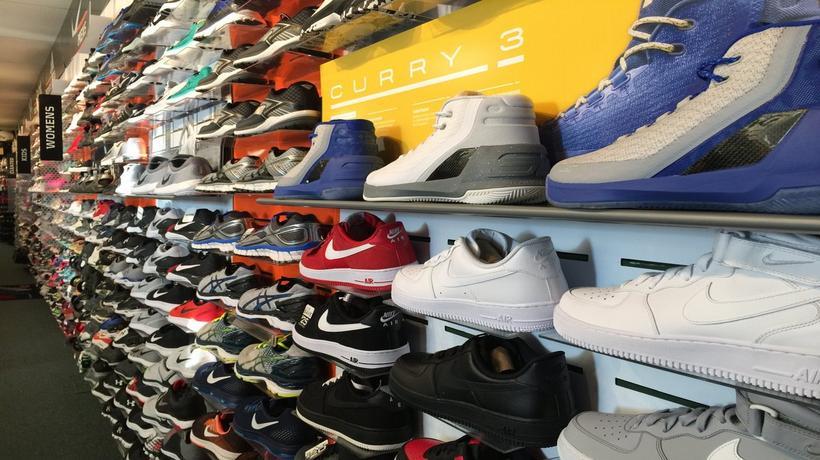 Sneakers   Sporting Goods in Paris 146afa6dff7