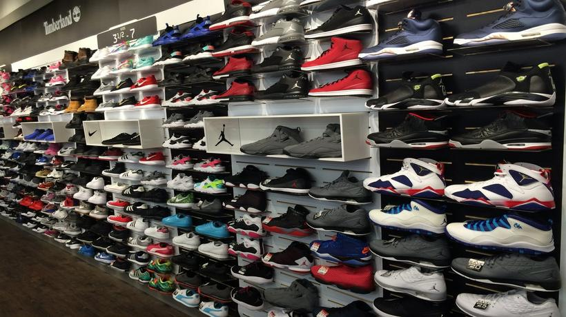 best sneakers 25bd2 d0591 Store Images. 1  2