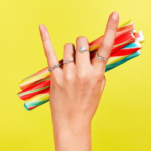How Your Jewellery Spells Out Your Vibe? Rock on hand with diamond rings