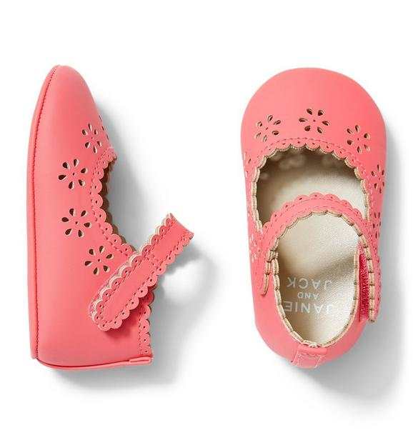 Scallop Eyelet Crib Shoe