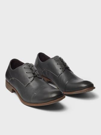 Laceless Derby