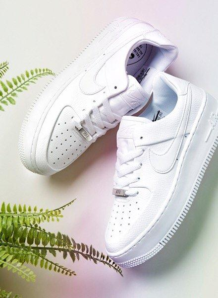 Nike Air Force 1 Sage in weiß
