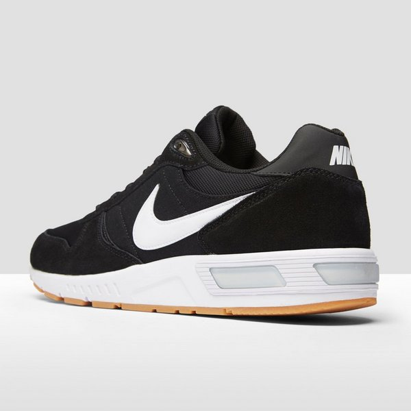 best service 0bf64 4a526 NIKE NIGHTGAZER SNEAKERS HEREN