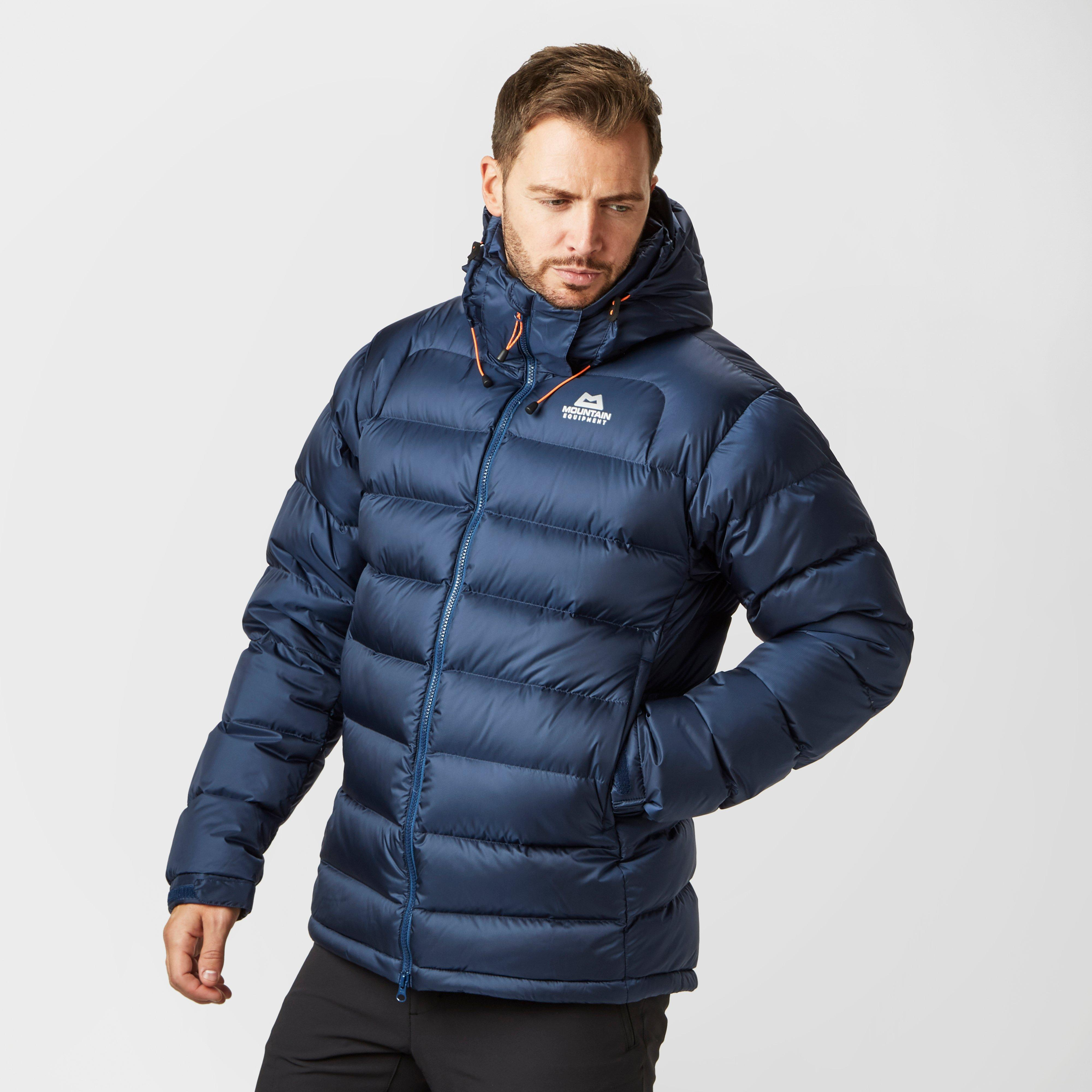 Men's Down & Insulated Jackets Look great, while feeling warm and snug in a luxurious down jacket. Naturally insulating, the three dimensional structure of down creates friction which builds heat to regulate your body temperature.