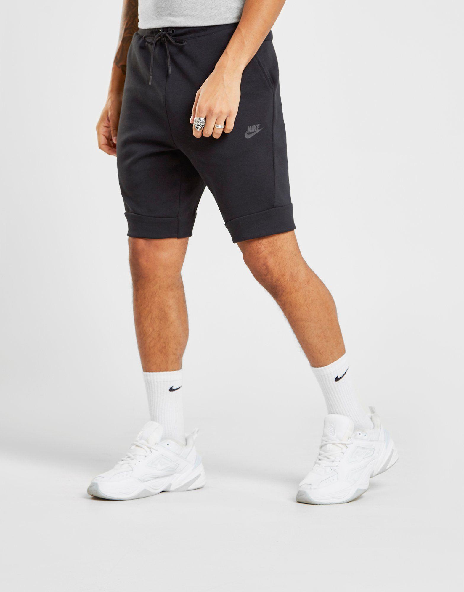 Nike Tech Fleece Shorts Schwarz