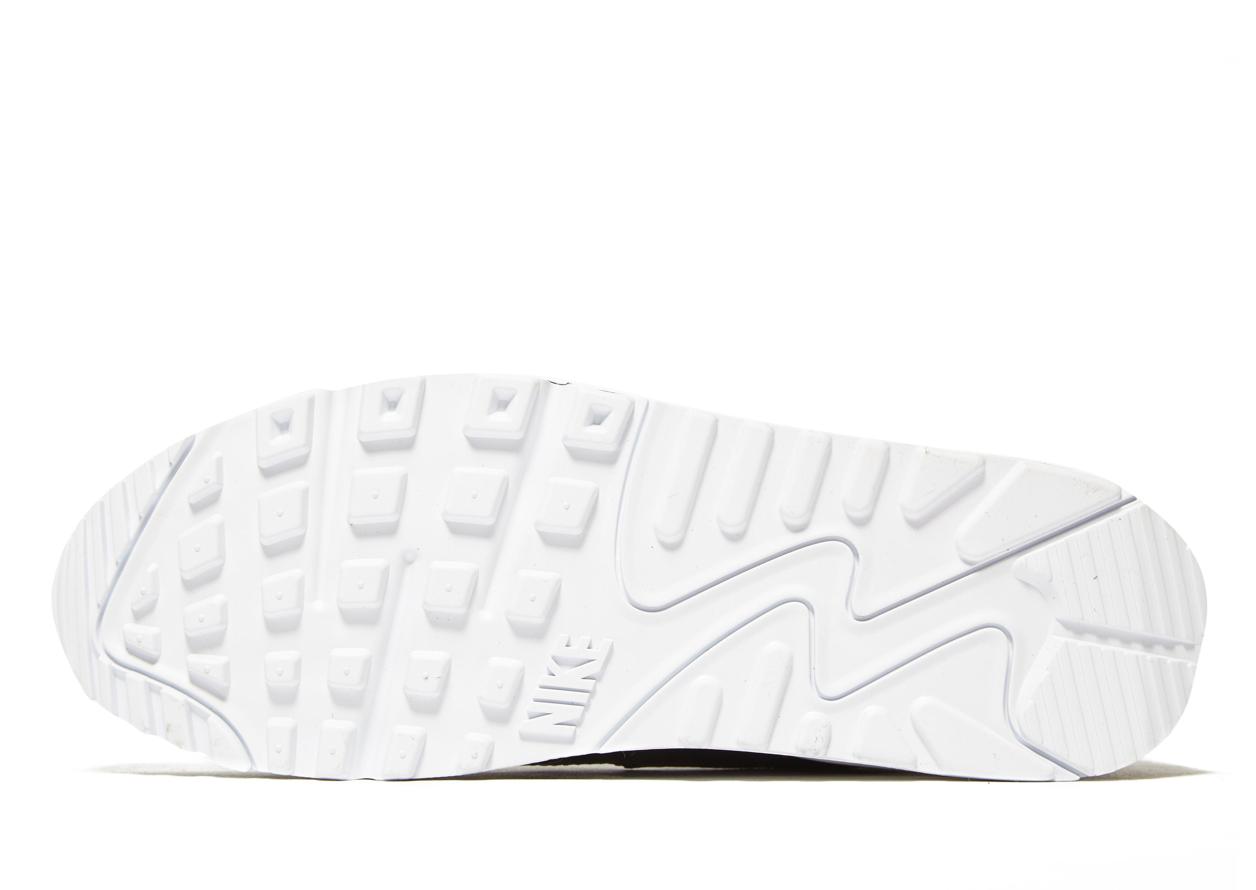 0ee0062b7d6c The entire look is very graceful and appreciable. Nike free rn 2018 running  shoe with dynamic stretch to free your stride. When you show women shoes