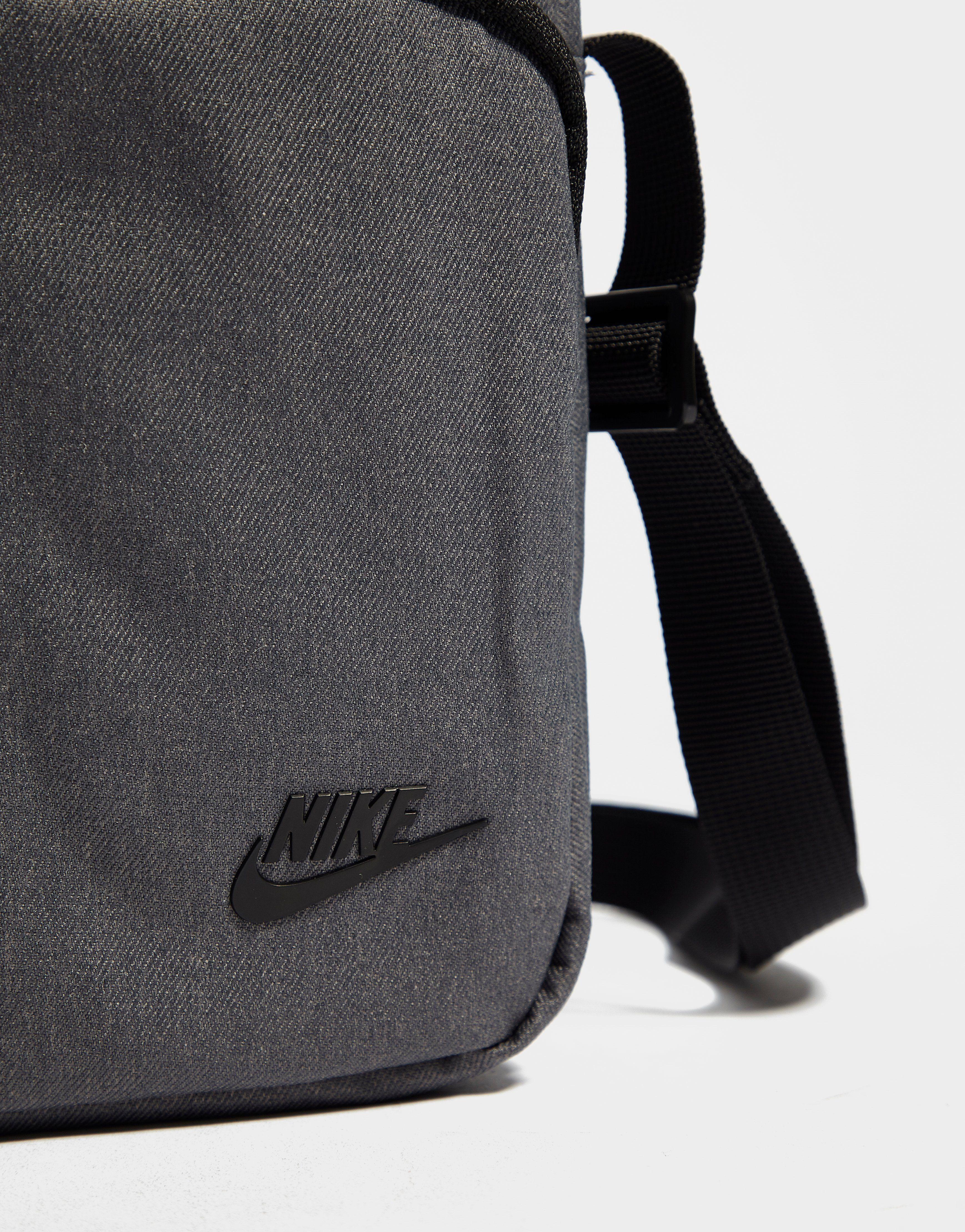 Nike bandolera Core Small Items
