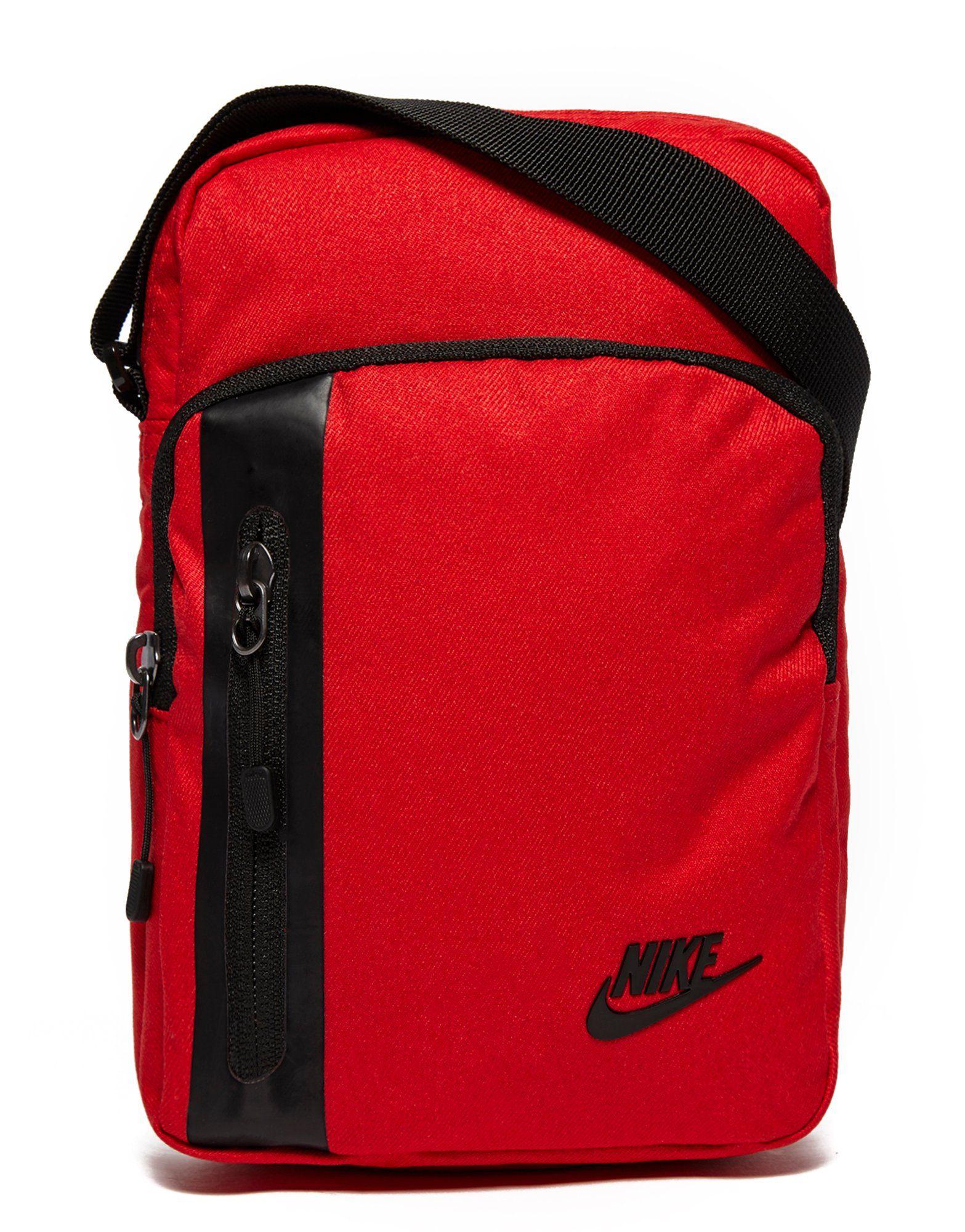 ffa5757e33 Nike Core Small 3.0 Pouch Bag