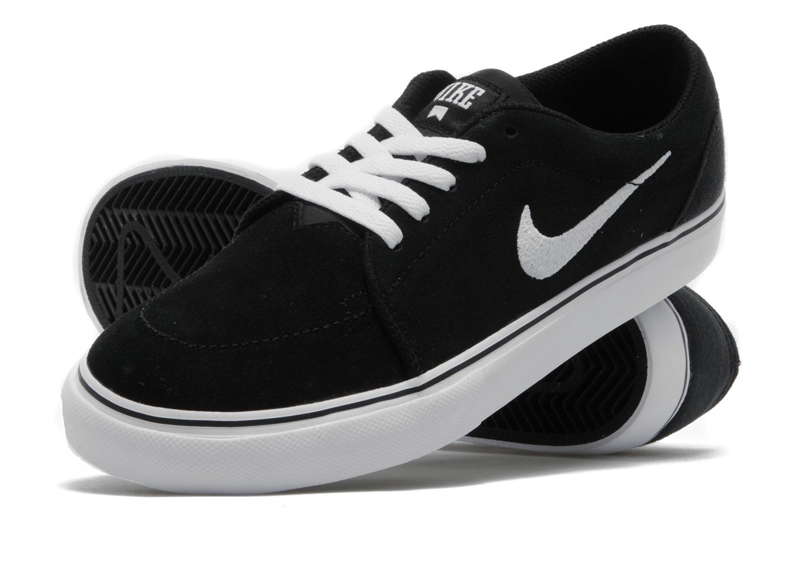 Nike Satire Skateboarding Formateurs Suède Fond Noir Et Blanc choix soSWI