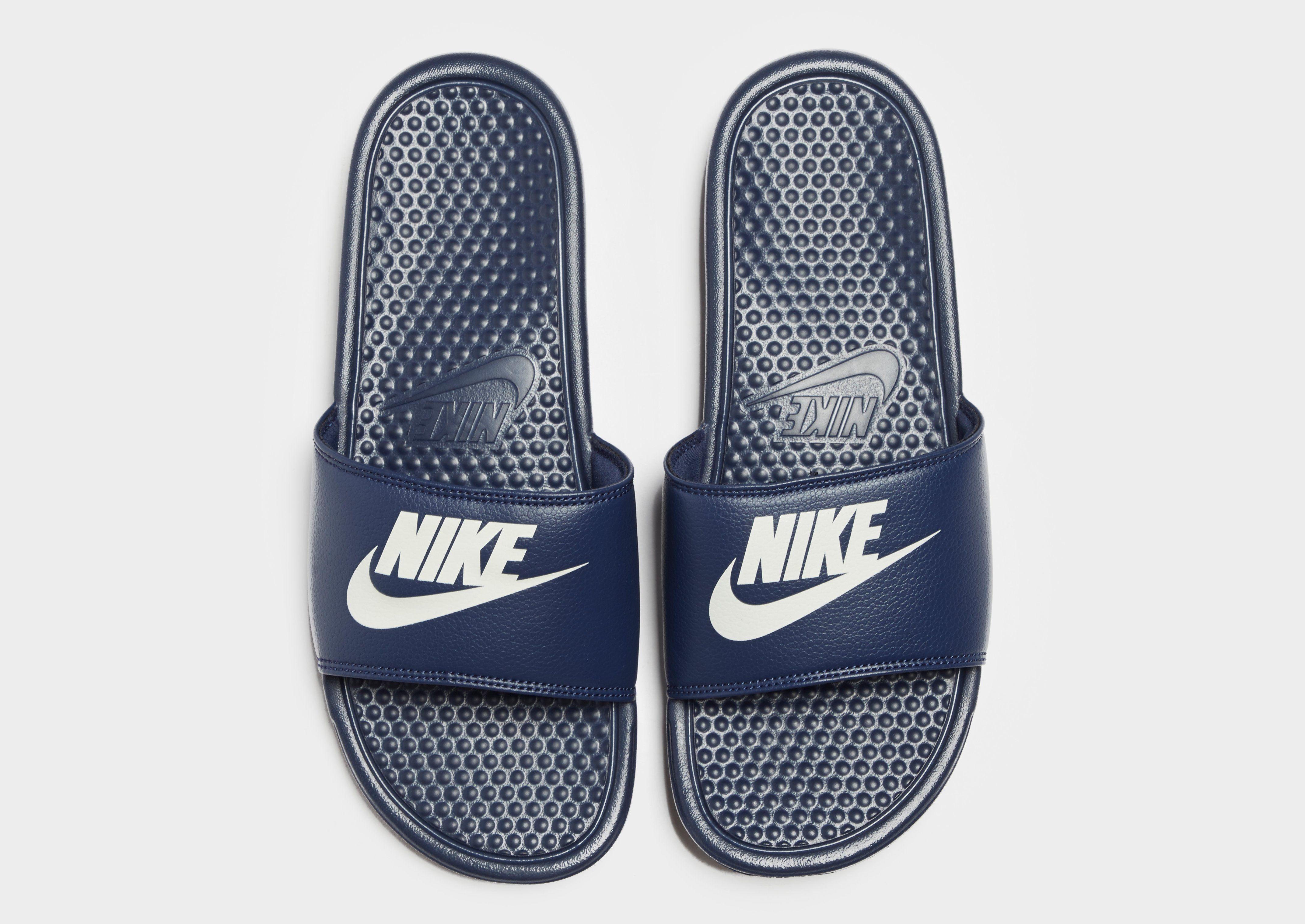 Nike Benassi Just Do It Slides Blau Spielraum Shop-Angebot Wo Niedrigen Preis Kaufen Footaction Online Freies Verschiffen Footlocker 3inqyM1FW2