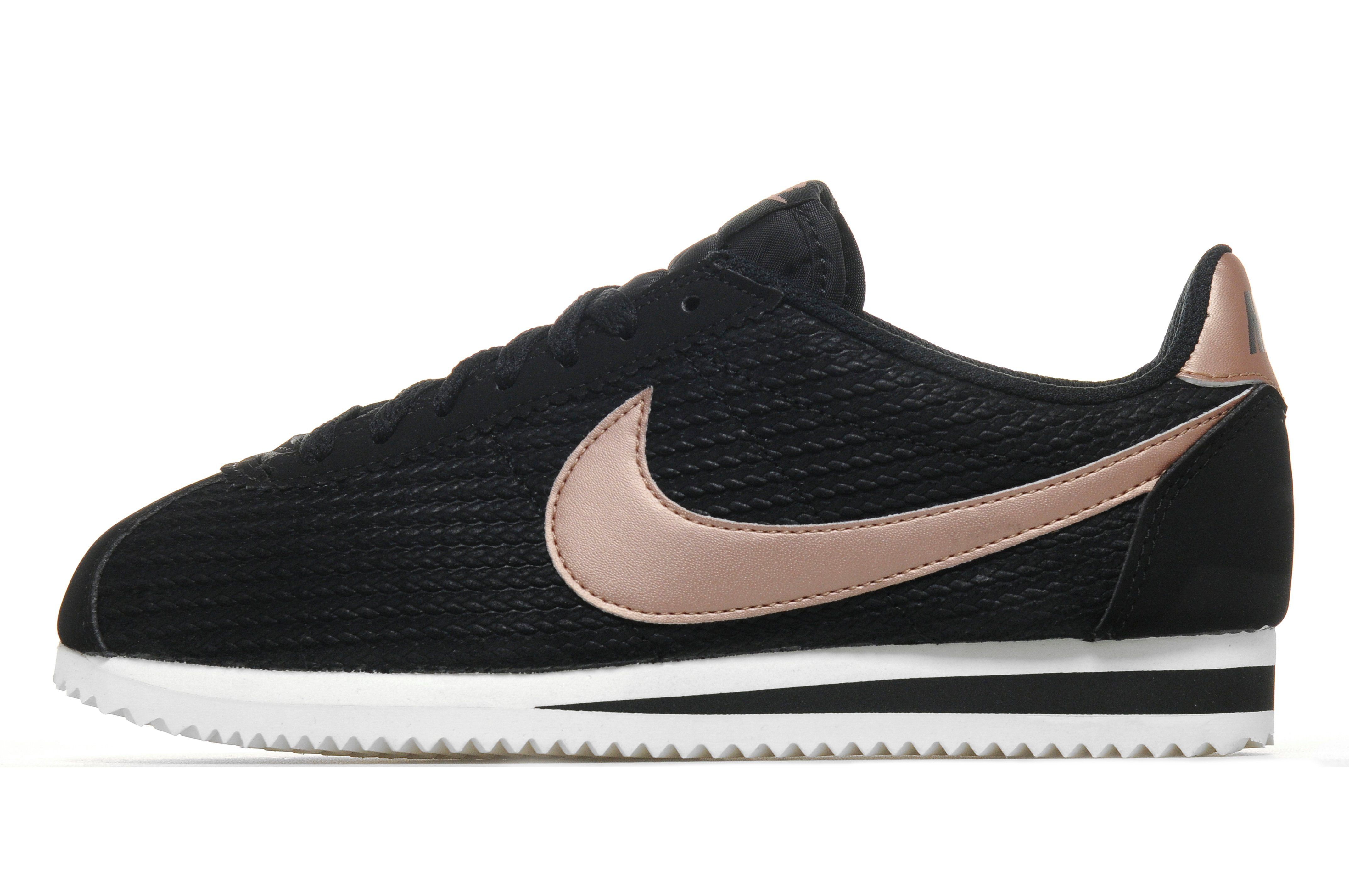 all black nike running shoes for women