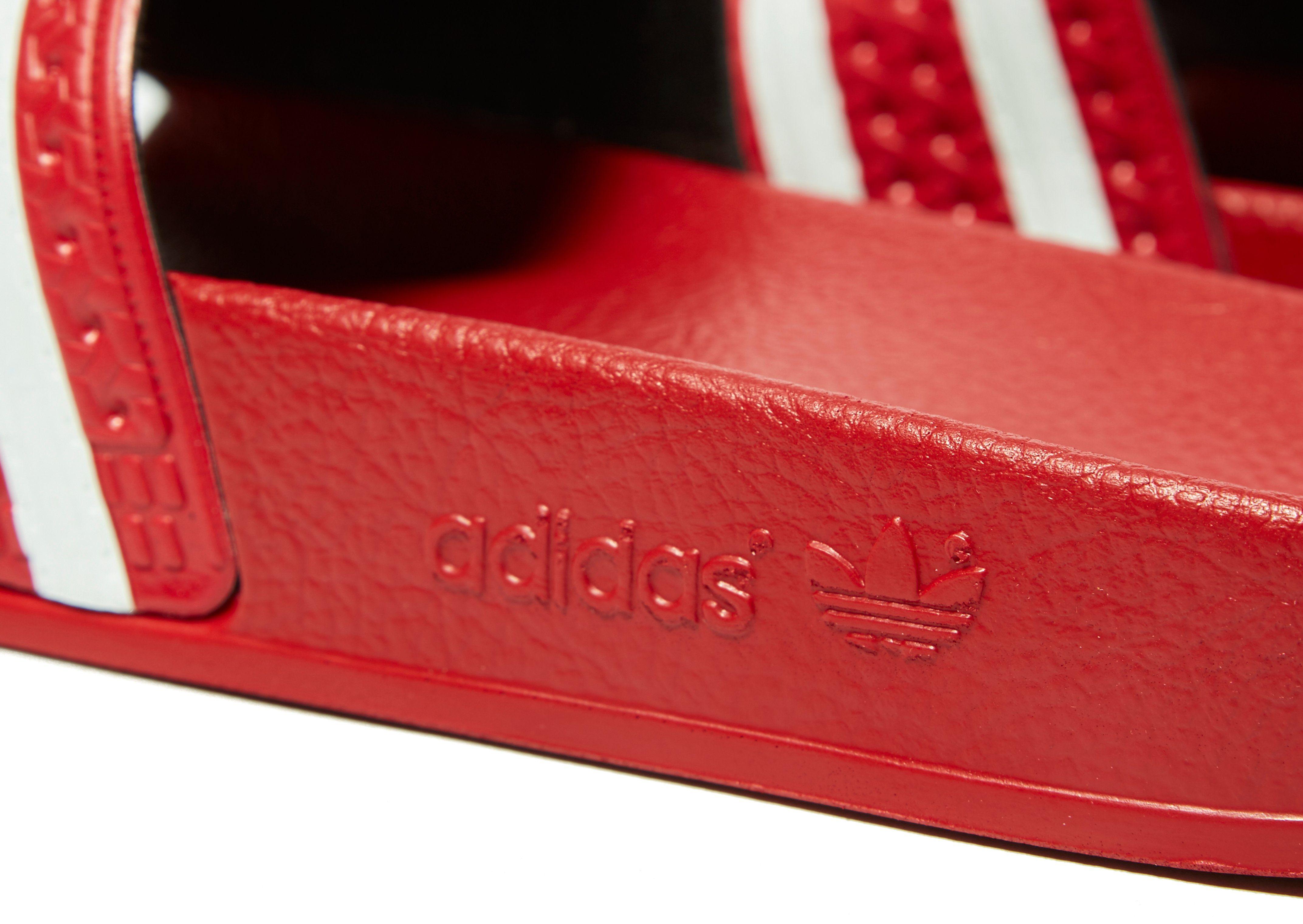 Zuverlässig Günstiger Preis adidas Originals Adilette Slides Rot Konstrukteur Freies Verschiffen 2018 Günstig Kaufen Low-Cost w9IoD3Fc0a