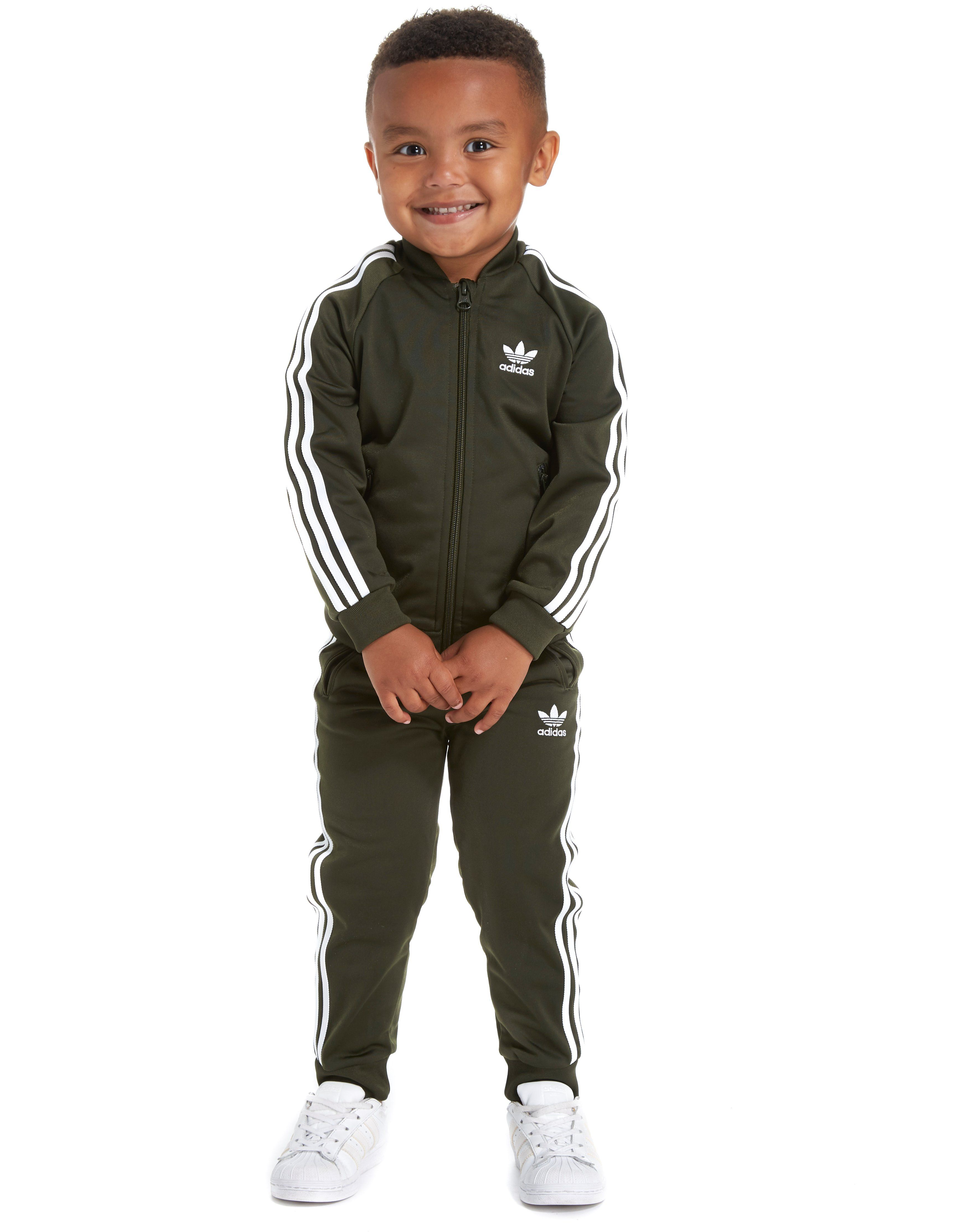 View all kids clothing We have a huge range of kids tracksuits that are perfect for sports or leisure wear. We have the latest kids tracksuits from leading sports brands such as Nike, adidas, Lonsdale, Puma and more. All our kids tracksuits are available at great prices and a range of different sizes.