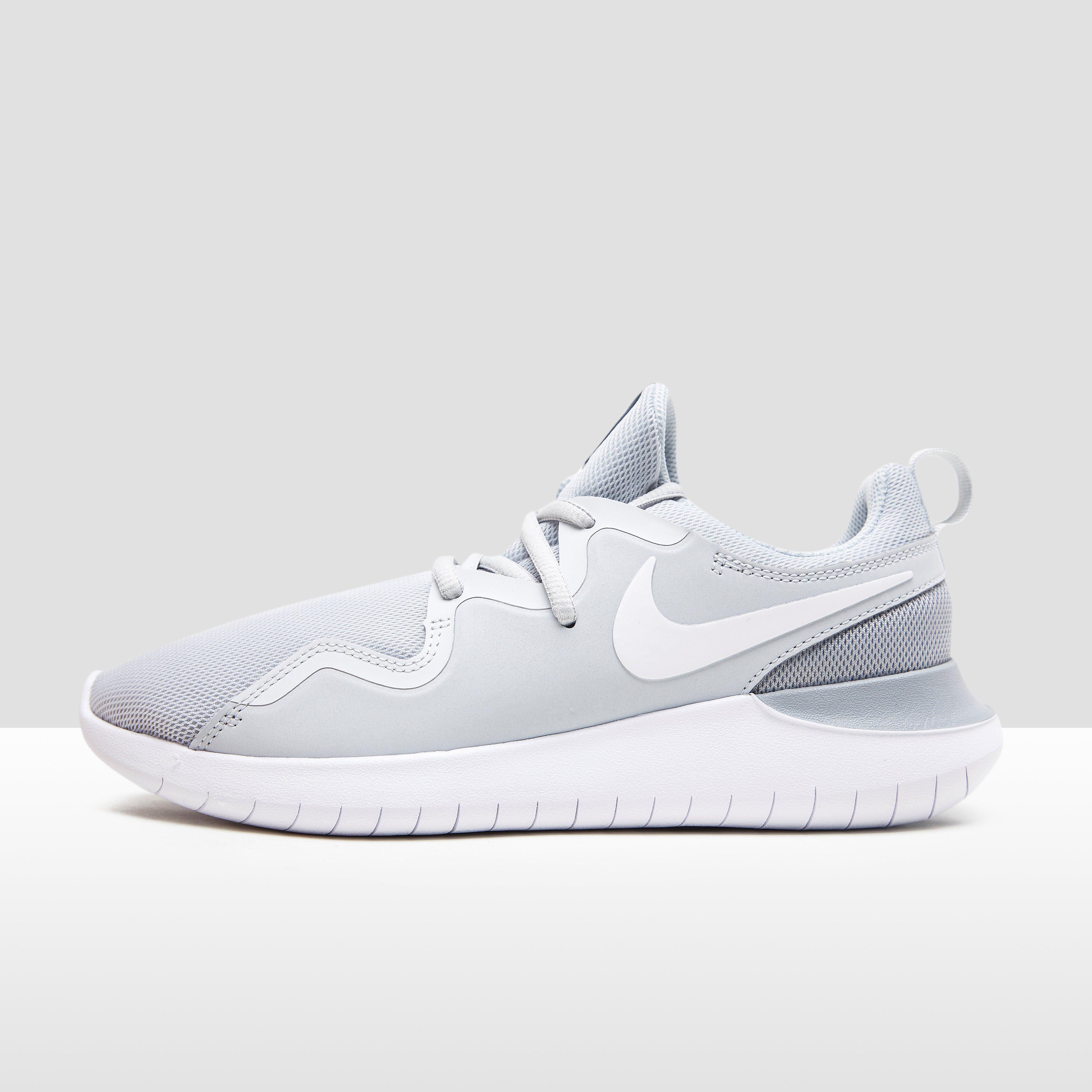 Nike Sneakers Femme Tessen V04mZ