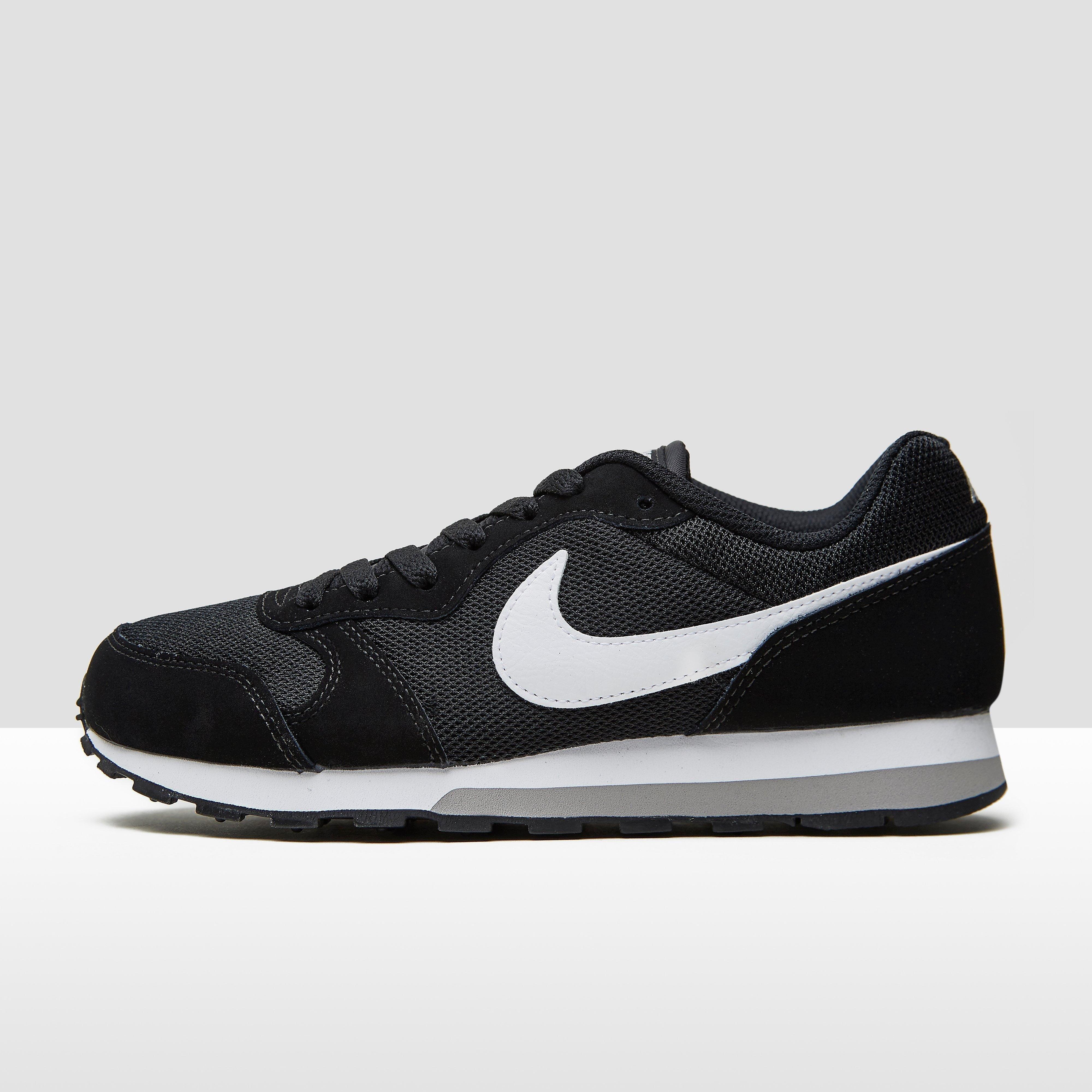 Nike Md Runner 2 Sneakers Femmes Noir / Blanc jAw0WuuLe