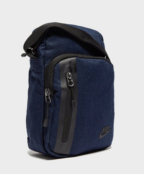 cb5ed4f670a2 Nike Core Small Items 3.0 Pouch Bag