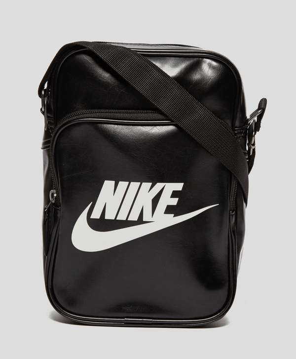 8a007d82f3 Nike Heritage Small Items Bag ...