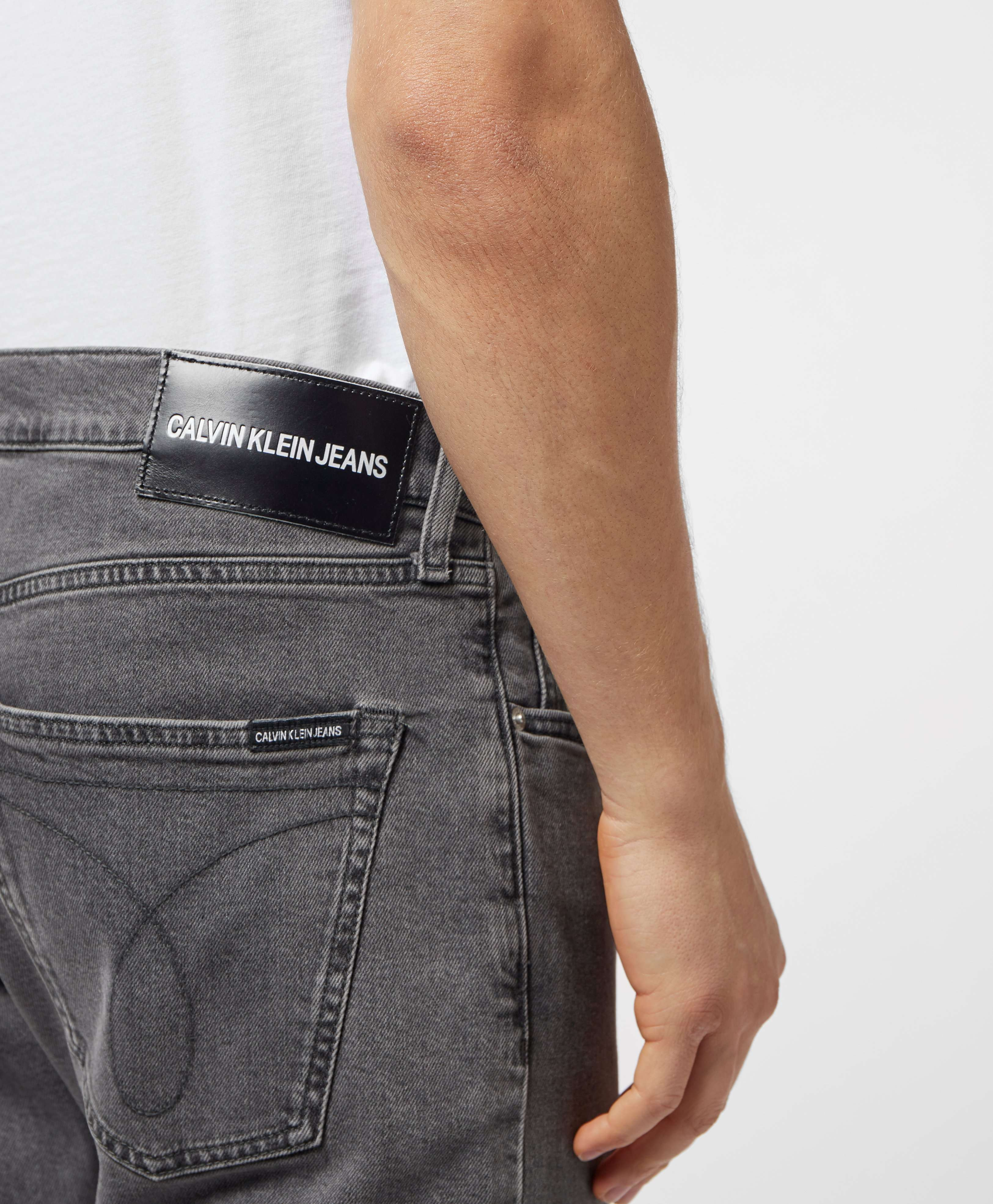 Calvin Klein 056 Tapered Jeans