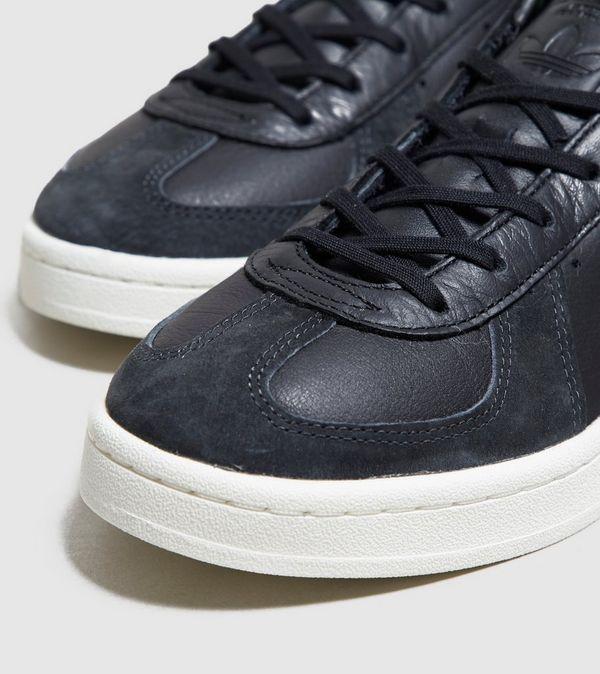 adidas originals bw avenue trainers in black