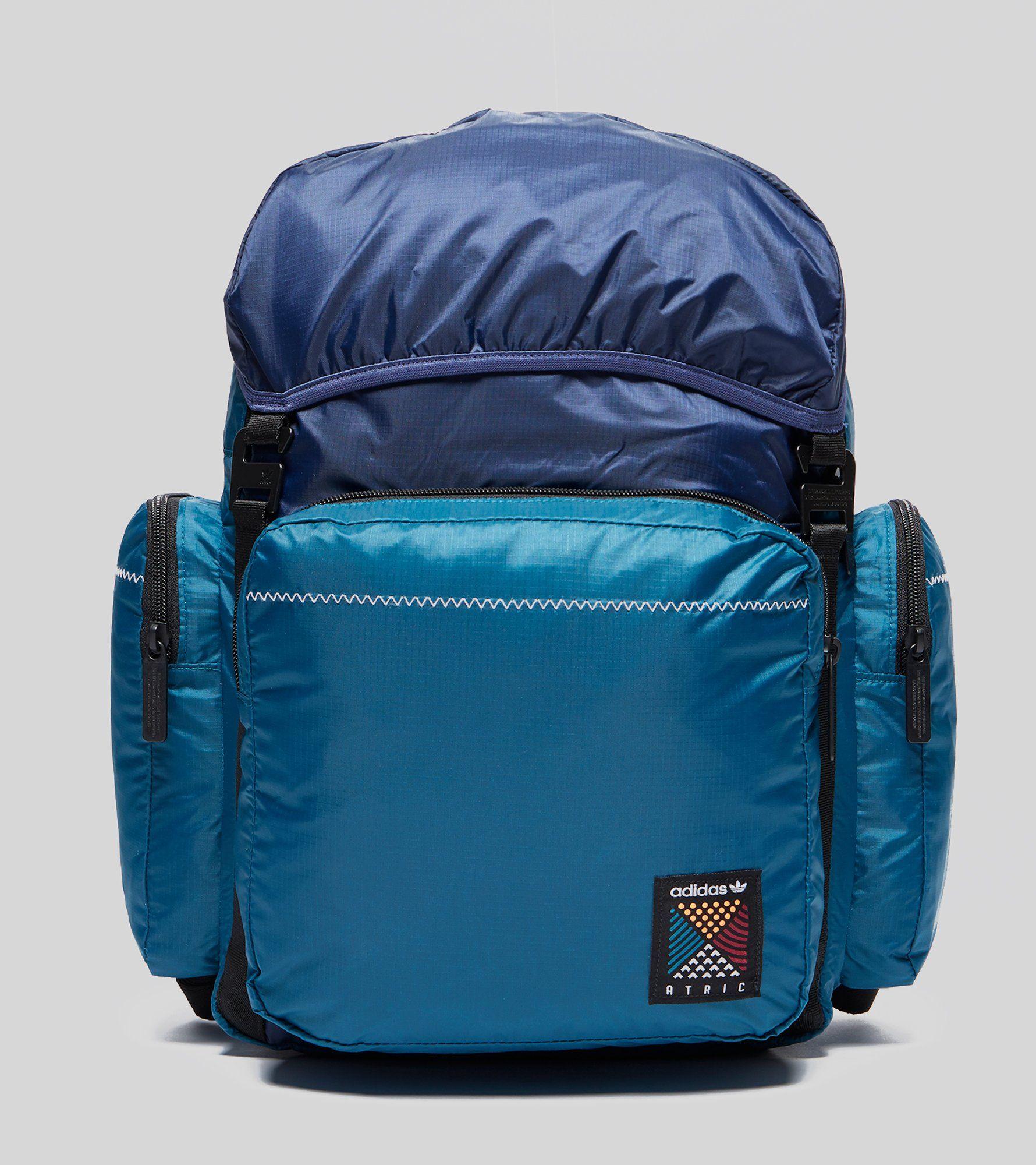 ¿Adidas Originals psiquiátrico mochila de tamaño mediano?
