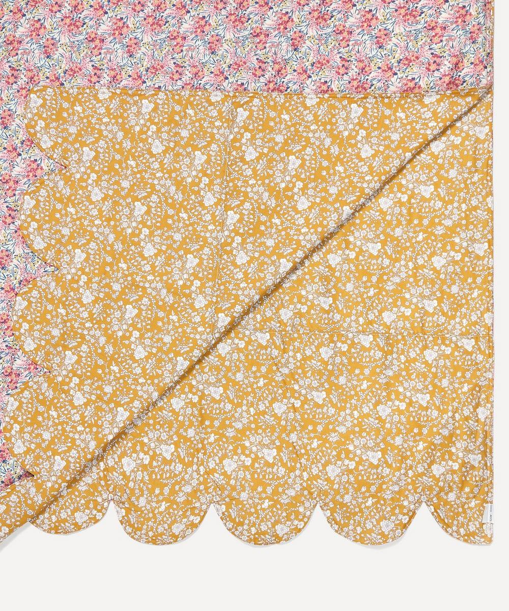 Summer Blooms Scallop Bedspread