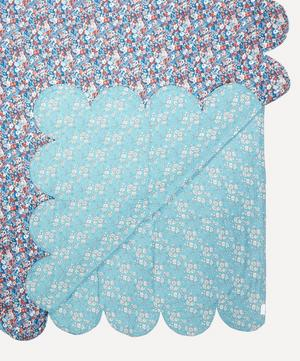 Thorpe Hill Scallop Bedspread