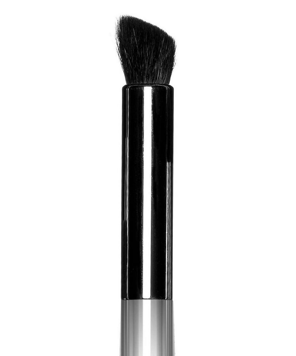 23 Angled Crease Contour Brush