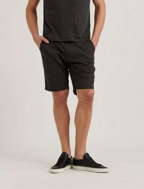 SATURDAY STRETCH FLAT FRONT SHORT, RAVEN
